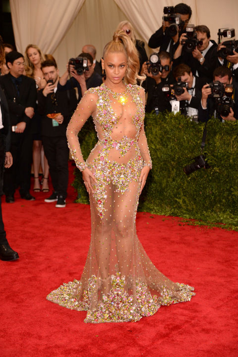 beyonce_in_custom_givenchy.jpg