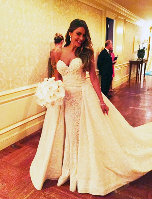 sofia-vergaras-wedding-dress-is-gorgeous-1531943-1448244799_640x0c.jpg