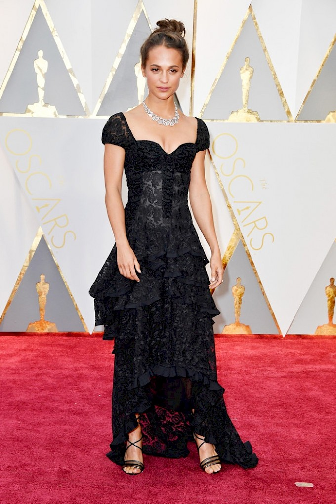 alicia-vikander-louis-vuitton-dress-2017-oscars.jpg