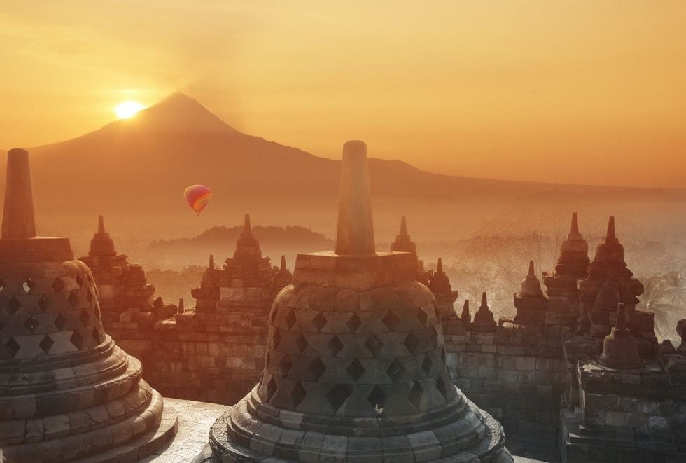 sunrise_v_borobudurju-_indonezija.jpg
